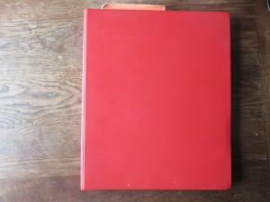 Det røde fotoalbum, der indledte jagten på familiehistorien.