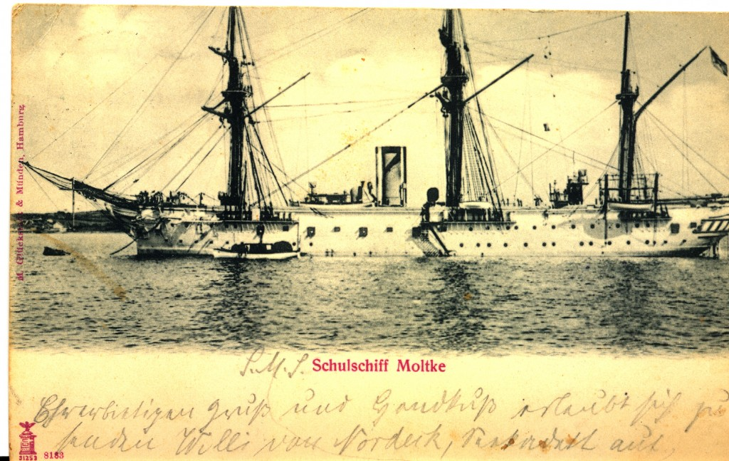 Dette skib er forsiden af et postkort min dengang 15-årige oldefar sendte i 1903. På billedet ses skoleskibet, hvor han blev oplært.