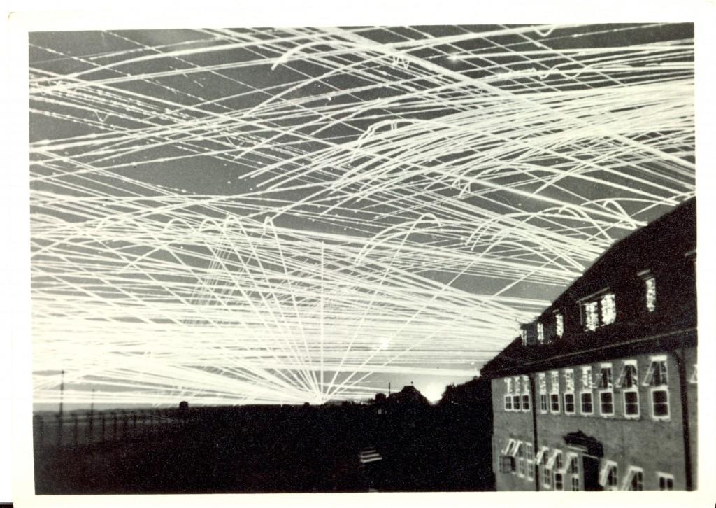 Sådan så himlen over Wilhelmshaven ud, når tyske antiluftskytsvåben prøvede at ramme de engelske bombefly. (Privatfoto)