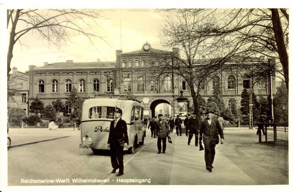 Indgangen til Reichsmarine-WerftWilhelmshaven.. Her styrtede min oldefar hen, når englænderne angreb. Min mormors familie boede lige rundt om hjørnet. Billedet er taget i kejsertiden.